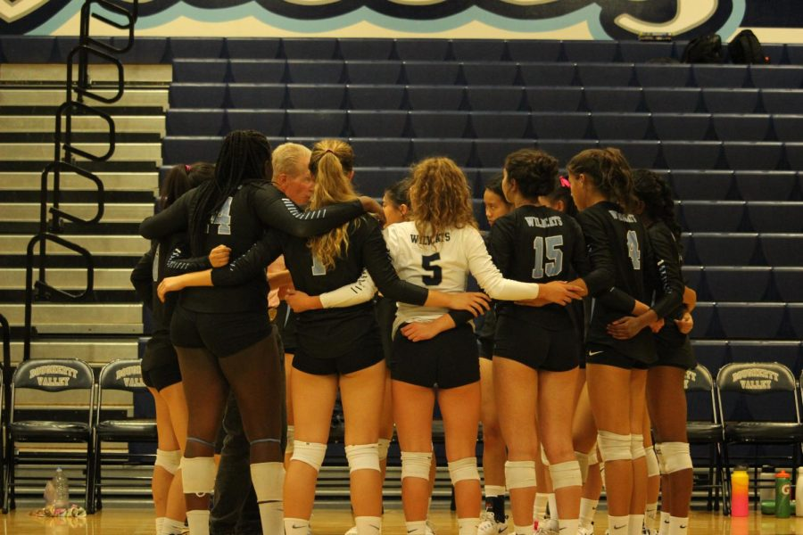 Wildcats%27+Women%27s+Volleyball+huddles+to+discuss+game+strategy+before+the+first+set.
