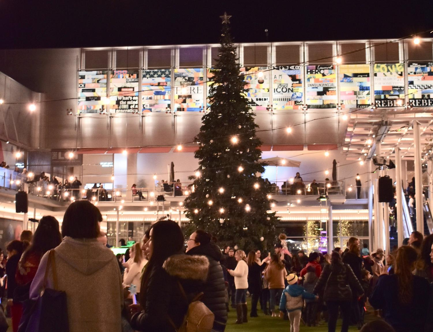 More than 1,000 San Ramon residents gathered on the two floors of City Center Bishop Ranch for the city's first annual
