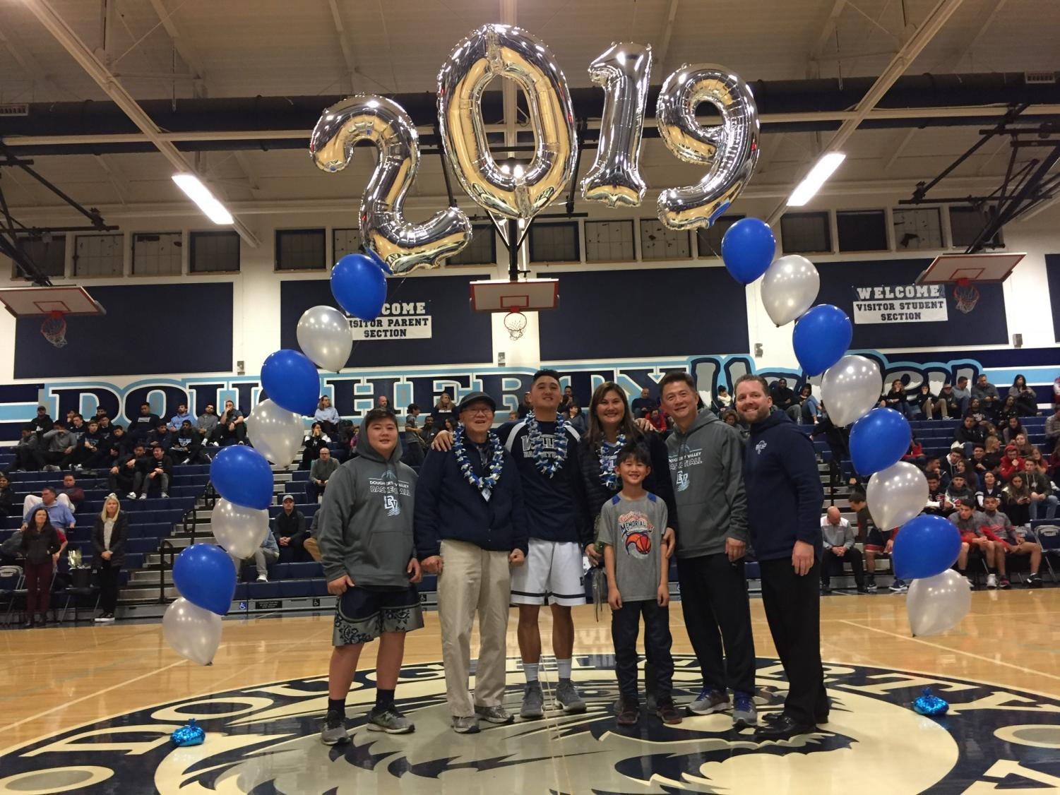 Men%27s+Basketball+and+Song+Team+celebrate+2019+Senior+Night