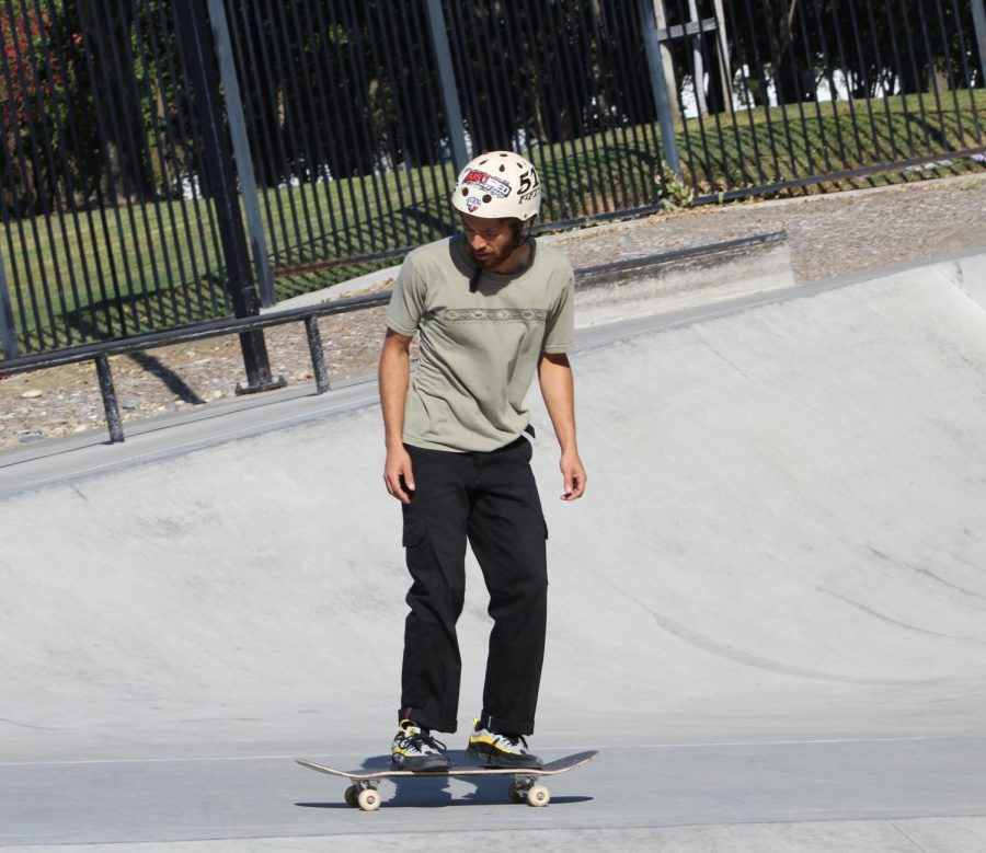 Rob+Skate+Academy+coach+provides+lessons+to+young+skateboarders+at+San+Ramon+Skate+Park.+The+City+of+San+Ramon+celebrates+its+partnership+with+Rob+Skate+Academy+at+the+skate+park%27s+20th+anniversary.