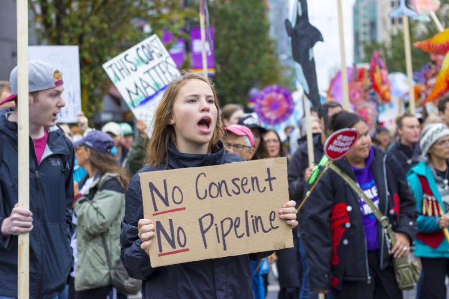Protesters+in+Vancouver+denounced+Canadian+President+Justin+Trudeau%E2%80%99s+planned+oil+pipeline+expansion.