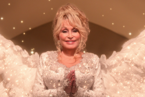 Dolly Parton starring as the angel in the 2020 Netflix film