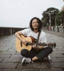 Taba Chake's music is heavily influenced by the nature he has surrounded himself with, translating into a folk-like sound.