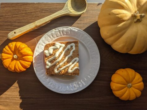 A carrot cake is the perfect way to end a meal with your family and to enjoy while watching a spooky movie!